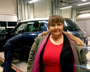 Lena Åsberg, 56 år, Skodaägare och biblioteksassistent, Övre Bredsand