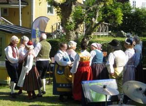 Folkdansgillet dansade. Foto: Lena Håkansson