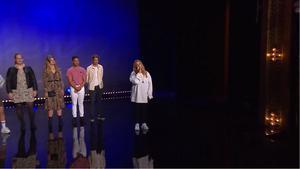 Isabel Holmgren framför Because of You av Kelly Clarkson under tisdagskvällens Idol-avsnitt från slutaudition i Stockholm. Foto: TV4
