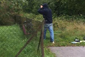 Gärningsmannen återvände till brottsplatsen på Jakobsdal och blev fotograferad av ett vittne. Foto: Ur polisens förundersökning
