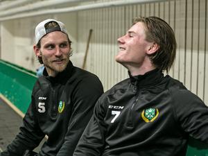 Emil och David Knuts tror att det blir svårt att locka hem storebror Jon till Malung.