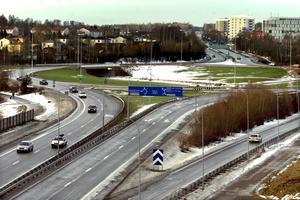 Staten har staten  tyst sett på hur tusentals arbetstillfällen försvunnit från storindustrierna i Karlskoga och Degerfors.