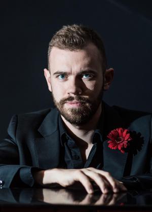 Henrik Berg återvände nyligen till Dalarna för ett arbete som kantor i Rättvik. Nu spelar han med Dalarnas orkesterförening.