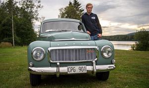 Hampus Granström har renoverat bilen i familjens och en väns garage i Sörberge i fyra år. Nu är den så gott som klar, förutom smådetaljer som dyker upp allteftersom.