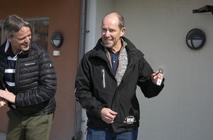 RFABs vd Ebbe Evbjer fick ta emot en symbolisk nyckel till bostadsbolagets nyaste fastighet.