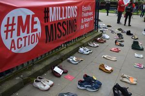 Millions Missing i England 2017 där man ställt ut skor som en symbol för de ME-sjuka som inte kommer utanför sina hem. Bild: Privat