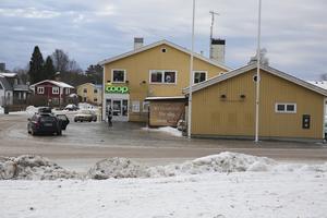 Konsumbutiken i Fredriksberg hör till dem som fått klartecken att fortsätta sälja tobak.