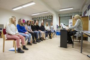 Kristina Elfverssons sånggrupp med elever mellan 13-16 år kommer att bilda Söderhamns lucia 2019.