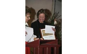 Ottilia Adelborg var barnbokens upphovskvinna, sa Irma Rönnbäck när hon överlämnade diplomet till Maria Jönsson i Gagnefs kyrka.FOTO: PER EKLUND