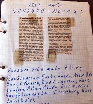 Tore Svenssons hem är fyllt av idrottsnostalgi. Här ett tidningsurklipp från Falu-Kuriren från Tores debutmatch i Vaiktröjan. Den 15-årige