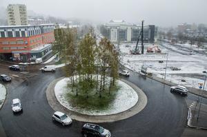 Vårvärmen lyser med sin frånvaro. Så här såg snöandet ut i centrala Sundsvall på torsdagsmorgonen.