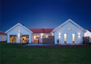 Villan ligger i Smedstorp i Kumla, är på 200 kvadratmeter, fördelat på 7 rum och kök.