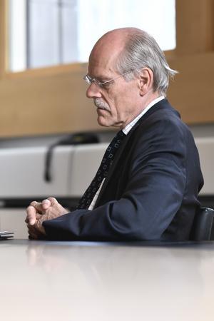 En bekymrad Riksbankschef Stefan Ingves har en ny kris att hantera.