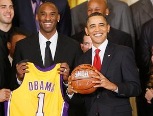 Förra USA-presidenten Barack Obama tyckte om basket, både att spela och se på. Foto: AP Photo/Charles Dharapak.