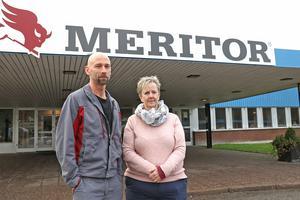 Busspendlare från Kopparberg som jobbar på Meritor i Lindesberg. Henrik och Carina känner oro inför hur deras jobbpendling ska bli i framtiden. Om de enbart hänvisas till tåg.