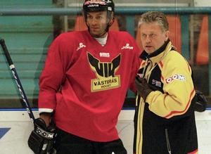 Bäckman med Peter Popovic som återvände till VIK 2005 från Södertälje. FOTO: Arkiv