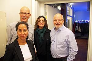 Petra Ramstad, Lars Ramstad, Annelie Henriksson och Stefan Lundström från Hofors brukar gå på revyn. De berättar att de känner flera som är med på scenen, vilket gör upplevelsen ännu roligare.