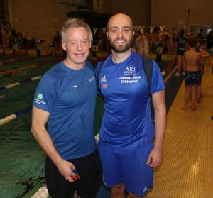 Torbjörn Svensk, tränare i Bollnäs Simsällskap och huvudansvarig för Palles Minne tillsammans med gästföreläsaren Robin Cederkvist. Foto Anders Schön