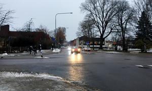 Vad gäller för trafikanter i korsningen Valbogatan-Engelbrektsgatan? undrar signaturen Mer poliser nu.