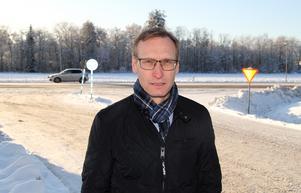 Näringslivsutvecklaren Tomas Kristoffersson tror och hoppas att den nya rondellen kan byggas innan ombyggnaden av E16 kommer igång.