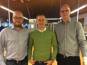 Magnus Nordahl (sektionschef  barn- och familjesektionen) till vänster och initiativtagare till användandet av Skottlandsmodellen i Falun fick besök av utbildningsminister Gustaf Fridolin (mitten). Till höger förvaltningschef Jonathan Alamo-Block.