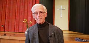 Författaren Theodor Kallifatides berättade i sitt invigningstal om hur viktiga ikonerna är i det grekiska samhället.