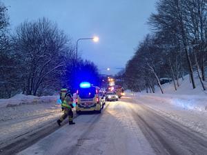 En kvinna fördes till sjukhus efter att ha blivit påkörd på Tivolivägen på fredagsmorgonen.