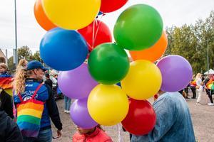 Regnbågens färger fann på allting under lördagen. Foto: Bengt Pettersson