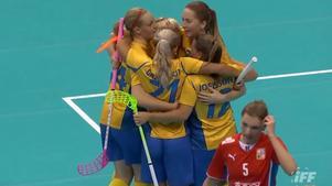 Det svenska damlandslaget är bara en match från att fira sitt sjätte raka VM-guld. Bild: IFF.