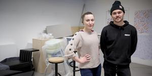 """Mika Lindblad och Rasmus Steyner Randén från Södertälje går sista och tredje året på sin designutbildning på Beckmans i Stockholm. """"Viljan från Södertälje att låta ungdomar uttrycka sig har räddat sjukt många från att hamna snett"""", säger Rasmus."""
