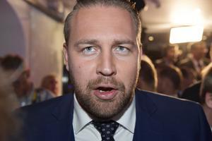 Enligt Mattias Karlsson, Sverigedemokraternas partisekreterare och chefsideolog, finns det bara två val för partiet: