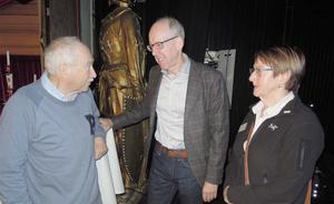 SPF Seniorerna i Östersund har arrangerat en temadag om stroke. På bilden ser vi från vänster Gösta Nilsson, professor Thomas Mooe och Iréne Westberg vid mötet på Gamla Teatern. Foto: Sven Olof Andersson