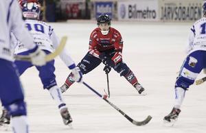 Toumas Määttä försökte sätta fart på Edsbyns offensiv i en blek andra halvlek – men blev lite för ensam.