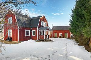 1,5 plansvilla byggd 1910, omgiven av åkrar och övrig natur. Lantligt läge. Foto: Svensk Fastighetsförmedling/Patrik Persson