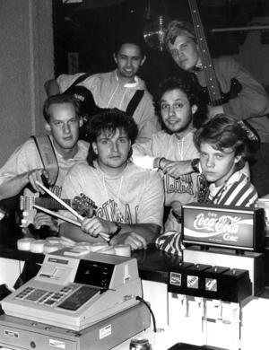 The Bartenders, från vänster: Magnus Wagenius, Mats Jonsson, Rickard Sjöberg, Phil Levy, Samuel From och Andreas From. Foto: ÖP:s arkiv