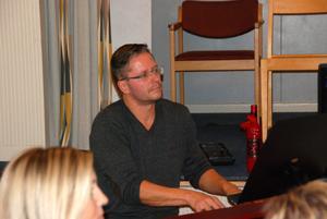 Ingvar Bergner är körens pianist och en person som Maria uppskattar mycket.