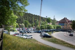 Kvarteret Lyran, som i dag utgörs av Sorbonparkeringen, kan i framtiden bestå av 50–100 bostäder. Bortanför parkeringen går kanalen och till höger ses Ekdalsgatan och i förlängningen Slussgatan som delvis kan få en ny sträckning.