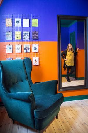 Dottern Rebeckas rum har ett Harry Potter-tema och väggarna är djärvt målade i lila och orange. Rebecka bor för tillfället i Edinburgh, Skottland, där hon pluggar biomedicin.