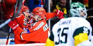 Tommy Enström och Kalle Jellvert jublar efter Enströms 1–0-mål. Bild: Erik Mårtensson/Bildbyrån