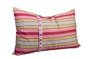 Kudde i mönster med motiv från en Åhl-dräkt.Foto: Skansen