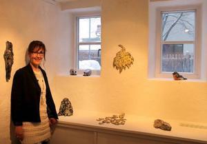 Annika Thofelt visar keramik med österländska influenser på Drejeriet.