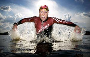 Emma Graaf från Ludvika satsar på att försvara sitt SM-guld i långdistanstriathlon och kvalificera sig till nästa års VM.