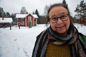 """Maria Norgren får Björkmanska kulturpriset för sitt arbete med """"Gamla stugan"""" på Gonäsheden där bygdens store skald var på väg att flytta in 1920."""
