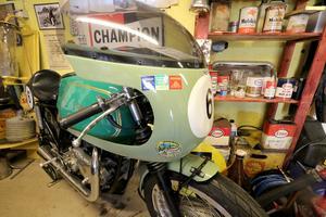 I samlingen finns också lite tuffare motorcyklar som gick på TT-loppen för 60 år sedan.