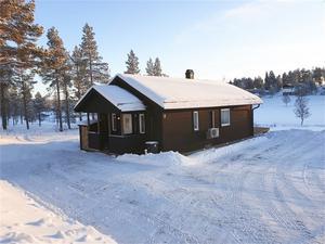 I Drevdagen  hus i ett läge mitt i byn med härlig utsikt mot fjällen på norska sidan. Huset är i nyskick med smakfull inredning där fjällkänslan infinner. Foto: Anna-Lena Persson.