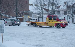 Även bilar ägda av Bergslagsrallyts domare och funktionärer forslades ner till Väsmanstranden.