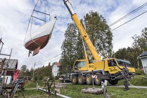"""I 30 år har han byggt på båten.""""Det är nya saker hela tiden. Problemlösning är trevligt och byggandet har tagit så lång tid att jag inte hunnit bli less på det"""", säger Olof Hallenborg."""