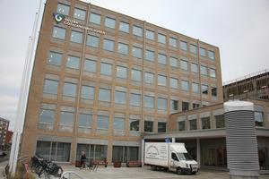 De första medarbetarna flyttade in i Regionens hus i Skövde på måndagen.