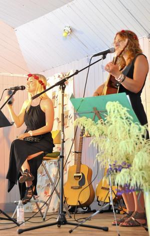 Emma Nordin och Heidi Baier uppskattades för sin vackra sång.