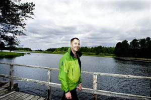 Jan Lundström är myggforskare och expert på stickmyggan. Men han vet en hel del om knott också. Foto: Britt Mattson